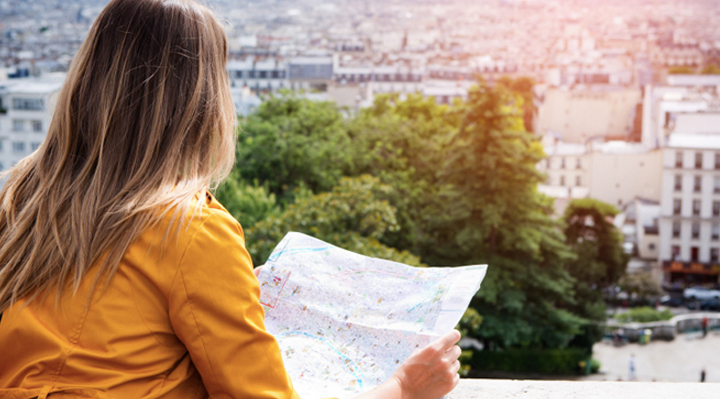 10 Ways To Meet Others When You're Traveling  | Naughty Travels